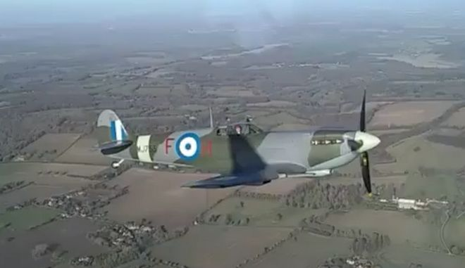 H πρώτη δοκιμαστική πτήση του Spitfire MJ755 μετά την ανακατασκευή του