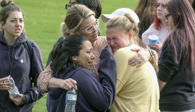 Μαθητές από το σχολείο που έπεσε ο πυροβολισμός στην Καλιφόρνια