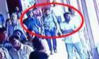 Ντοκουμέντο: Η στιγμή που βομβιστής αυτοκτονίας μπαίνει σε εκκλησία στη Σρι Λάνκα