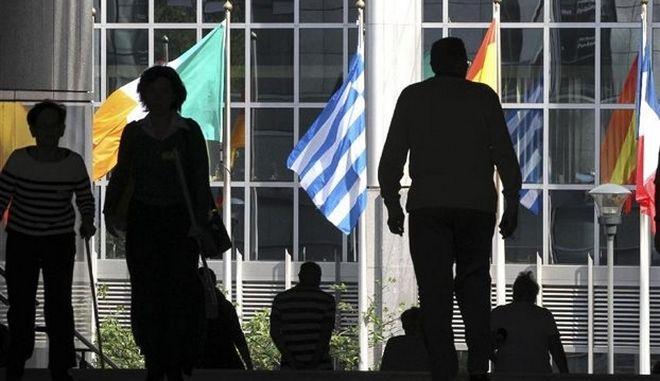 Οι ευρωεκλογές φέρνουν και πάλι τα ευρωομόλογα στο προσκήνιο