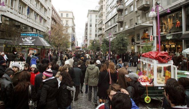 Τελευταία Κυριακή του χρόνου,ανοιχτά τα καταστήματα στο κέντρο της Αθήνας,στιγμιότυπο απο την οδό Ερμού,Κυριακή 28 Δεκεμβρίου 2008 (ΤΑΤΙΑΝΑ ΜΠΟΛΑΡΗ/EUROKINISSI)