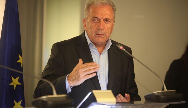 ΑΘΗΝΑ-Ο επίτροπος Δημήτρης Αβραμόπουλος, ο υπουργός αρμόδιος για τη Μεταναστευτική Πολιτική, Γιάννης Μουζάλας και ο υπουργός Εξωτερικών του Λουξεμβούργου Ζαν Ασελμπορν.(Eurokinissi-ΖΩΝΤΑΝΟΣ ΑΛΕΞΑΝΔΡΟΣ)