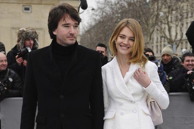 Ο Αντουάν Αρνό και το σούπερ μόντελ Ναταλία Βοντιάνοβα σε επίδειξη μόδας του Ντιόρ στο Παρίσι τον Μάρτιο του 2013