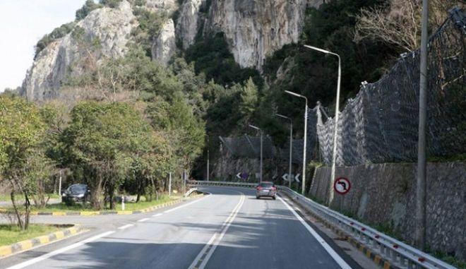 Στην κυκλοφορία η εθνική οδός στα Τέμπη