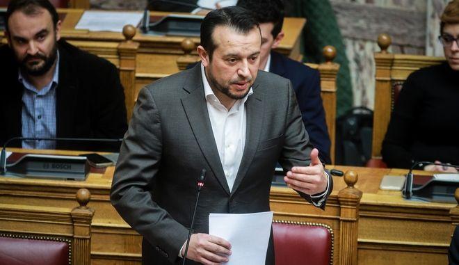 Ο Νίκος Παππάς στη Βουλή