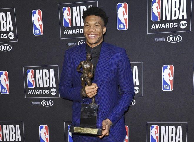 Ο Γιάννης Αντετοκούνμπο αναδείχθηκε MVP της κανονικής περιόδου σταΝΒΑ Awards 2019