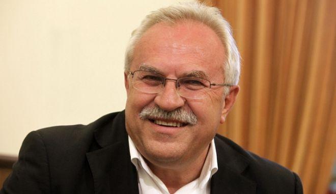Γάκης: Να πάρει θέση η ΝΔ για τους τραμπούκους στο εντευκτήριο της Βουλής
