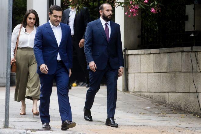Ο Αλέξης Τσίπρας με τον Δ.Τζανακόπουλο πηγαίνει στο Προεδρικό Μέγαρο
