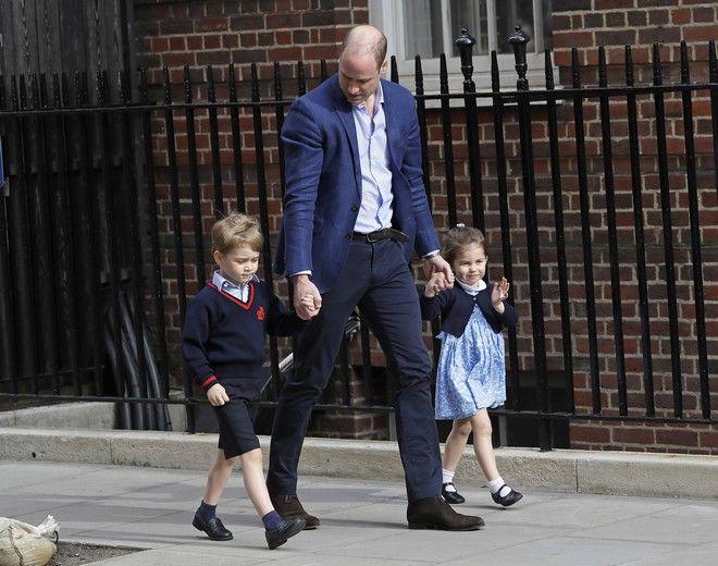 Ο πρίγκιπας Ούλιαμ με τα δύο μεγαλύτερα παιδιά του