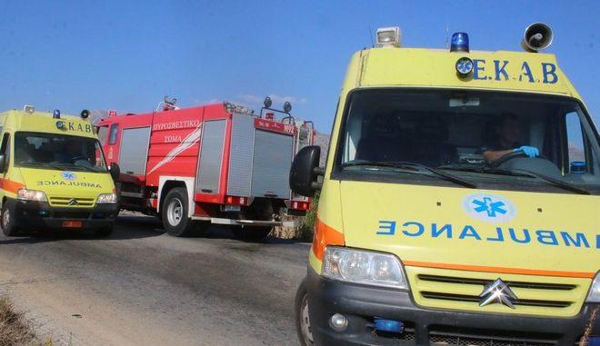 ΑΡΓΟΣ-24/7/2016-Καραμπόλα στην οποία ενεπλάκησαν τρία αυτοκίνητα σημειώθηκε το απόγευμα της Κυριακής επί της παλαιάς εθνικής Άργους-Κορίνθου, στα Φίχτια ,ευτυχώς χωρίς σοβαρούς τραυματισμούς.Στο σημείο έσπευσαν  πυροσβεστικά οχήματα, η αστυνομία και δύο ασθενοφόρα που μετέφεραν τους επιβαίνοντες για εξετάσεις στο νοσοκομείο.Μεταξύ  των επιβατών των ΙΧ ήταν και τέσσερα παιδιά.(eurokinissi-Βασίλης Παπαδόπουλος)
