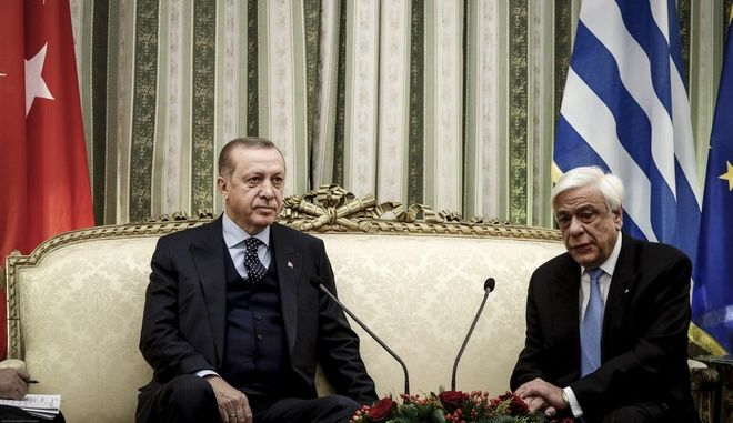 Ο Πρόεδρος της Δημοκρατίας Προκόπης Παυλόπουλος συνομιλεί με τον Πρόεδρο της Τουρκίας Ρετζέπ Ταγίπ Ερντογάν κατά την συνάντηση τους στο Προεδρικό Μέγαρο