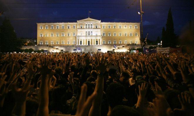Ειρηνικές διαδηλώσεις, διοργανώνουν για 2η μέρα οι ομάδες νεαρών ακτιβιστών πολιτών, υπό τον τίτλο «Αγανακτισμένοι Πολίτες» στο Σύνταγμα, Πέμπτη 26 Μαΐου 2011. (EUROKINISSI / ΖΩΝΤΑΝΟΣ ΑΛΕΞΑΝΔΡΟΣ)