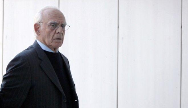 """Ο πρώην υπουργός Άκης Τσοχατζόπουλος(δ) προσέρχεται στο Εφετείο Αθηνών την Δευτέρα 30 Οκτωβρίου 2017. Έπειτα από πολύμηνη ακροαματική διαδικασία το Πενταμελές Εφετείο Κακουργημάτων, που δίκασε την υπόθεση των """"δώρων"""" από τα εξοπλιστικά, αναμένεται να ανακοινώσει την απόφασή για τους 17 συνολικά κατηγορούμενους. (EUROKINISSI/ΣΩΤΗΡΗΣ ΔΗΜΗΤΡΟΠΟΥΛΟΣ)"""