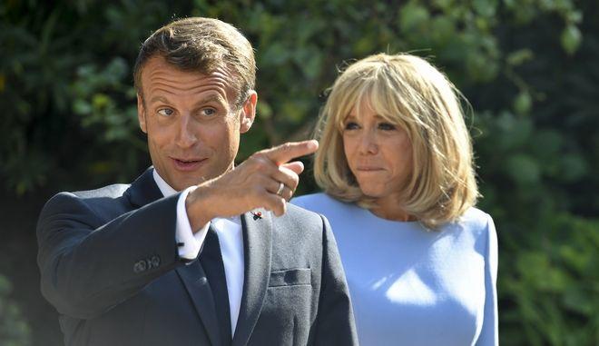 Ο Γάλλος πρόεδρος Εμανουέλ Μακρόν και η σύζυγός του Μπριζίτ