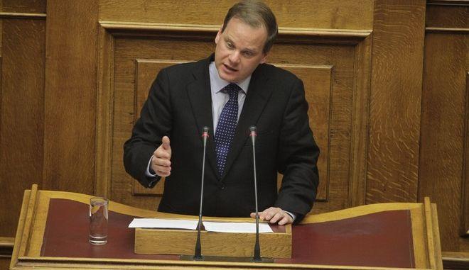 Συζλητηση για τον προϋπολογισμό 2016 στην Ολομέλεια της Βουλής την Παρασκευή 4 Δεκεμβρίου 2015// Ο ΚΩΣΤΑΣ ΚΑΡΑΜΑΝΛΗΣ ΒΟΥΛΕΥΤΗΣ ΝΔ.  (EUROKINISSI/ΓΙΩΡΓΟΣ ΚΟΝΤΑΡΙΝΗΣ)