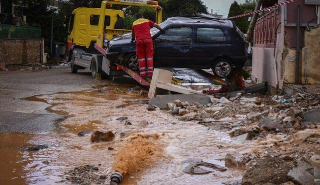 Φωτογραφία από τις καταστροφές στην Μάνδρα Αττικής
