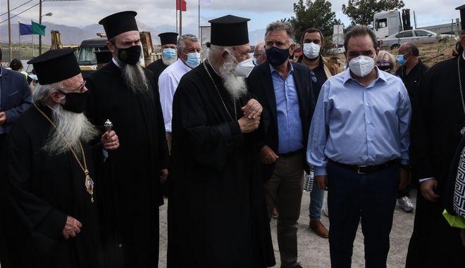 """Αρκαλοχώρι: Δίπλα στους σεισμόπληκτους ο Αρχιεπίσκοπος  με την  """"ΑΠΟΣΤΟΛΗ"""""""