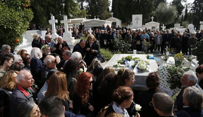 Κηδεία του σκηνοθέτη Νίκου Κούνδουρου, από το Α' Νεκροταφείο της Αθήνας το Σάββατο 25 Φεβρουαρίου 2017. (EUROKINSSI/ΒΑΣΙΛΗΣ ΡΟΥΓΚΟΣ)