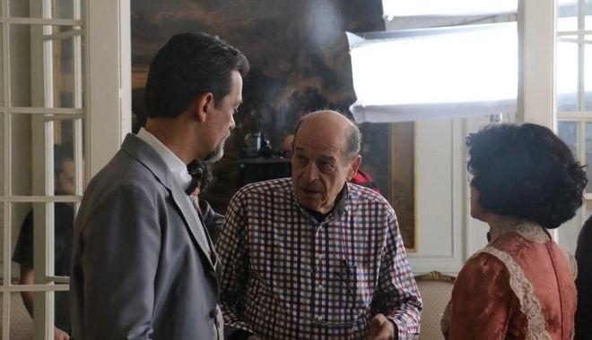 Ο Μανούσος Μανουσάκης στα γυρίσματα της σειράς