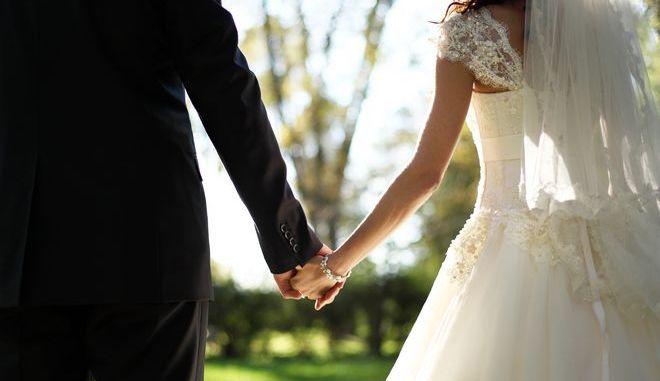 Χωρίς επίσκεψη στην Εφορία η δήλωση γάμου, διαζυγίου ή συμφώνου συμβίωσης