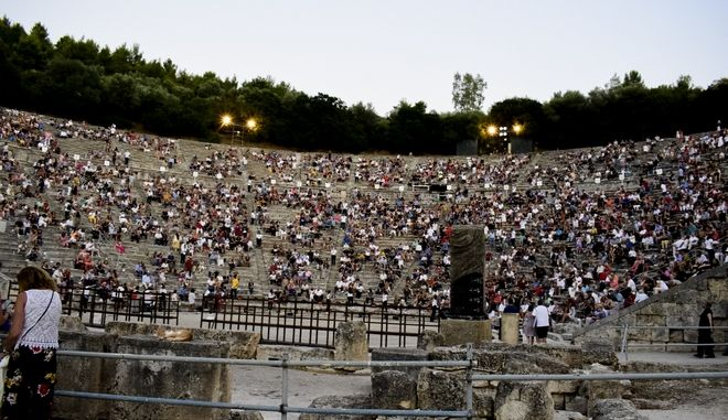 Παράσταση στο αρχαίο θέατρο της Επιδαύρου