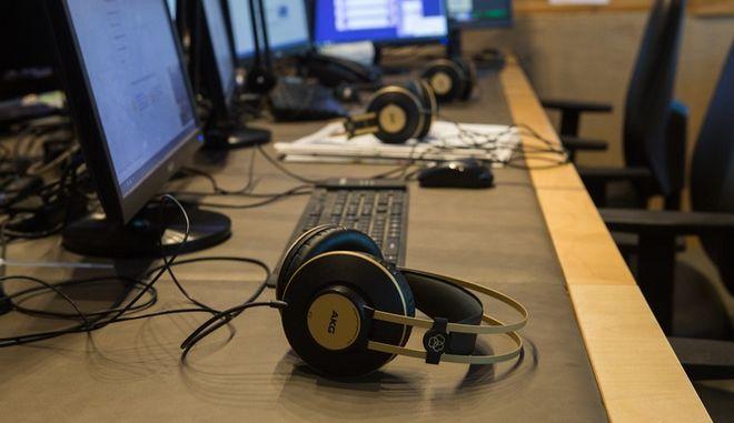 Στιγμιότυπο από το στούντιο του ραδιοφώνου News 24/7 στους 88,6