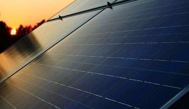 Πονοκέφαλος σε Ελλάδα και Ευρώπη τα φωτοβολταϊκά: Ένοχα για υψηλές τιμές ρεύματος και κίνδυνο μπλακ άουτ
