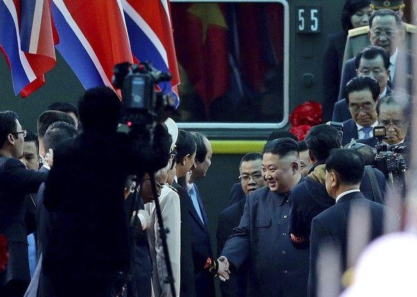 Ο Κιμ Γιονγκ Ουν έφτασε στο Βιετνάμ με τεθωρακισμένο τρένο
