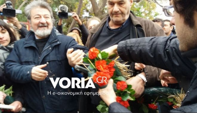Θεσσαλονίκη: Ένταση στην Πολυτεχνική Σχολή του ΑΠΘ - Φοιτητές κατέστρεψαν στεφάνια