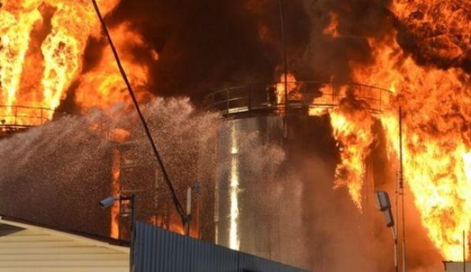 'Γιγάντια' πυρκαγιά σε πετρελαϊκές εγκαταστάσεις κοντά στο Κίεβο