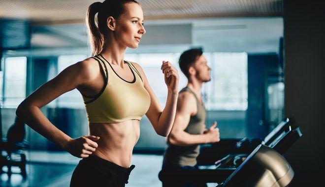 Πότε αρχίζουμε να καίμε λίπος όταν γυμναζόμαστε; Νέα συσκευή Έλληνα ερευνητή δίνει την απάντηση