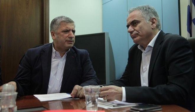 """Συνάντηση αντιπροσωπείας της ΚΕΔΕ, με επικεφαλής τον Πρόεδρο της Ένωσης, Γ. Πατούλη με τον υπουργό Εσωτερικών, Π. Σκουρλέτη, την Τρίτη 24 Ιανουαρίου 2017. Στο επίκεντρο της συνάντησης,  οι προωθούμενες θεσμικές αλλαγές στον """"Καλλικράτη"""".  (EUROKINISSI/ΓΙΑΝΝΗΣ ΠΑΝΑΓΟΠΟΥΛΟΣ)"""