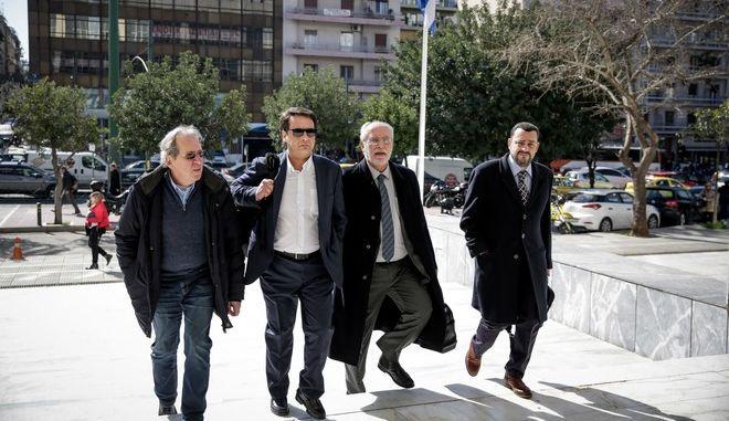 Οι δικηγόροι του Νίκου Κοτζιά στην εισαγγελία του Αρείου Πάγου όπου υπέβαλαν μηνυτήρια αναφορά κατά του Πάνου Καμμένου