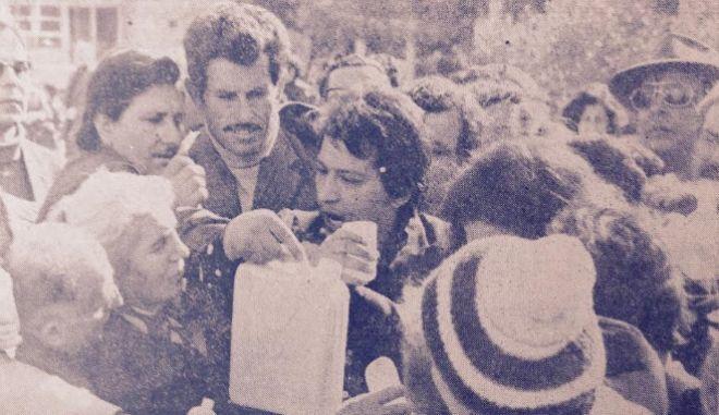 Νερό Καματερού: 40 χρόνια από τότε που οι Έλληνες δάγκωναν ο ένας τα χέρια του άλλου για ένα μπουκάλι