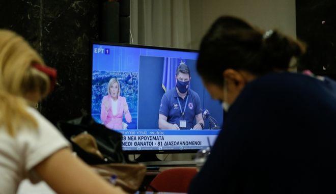 ΕΡΤ: Αντιδράσεις για το κόψιμο της ζωντανής ενημέρωσης για τον κορονοϊό, στο ρεκόρ κρουσμάτων