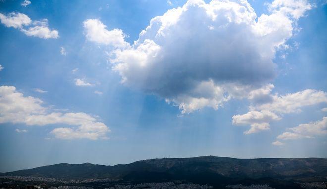 Σύννεφα πάνω από την Αθήνα την Πέμπτη 20 Ιουνίου 2019 (EUROKINISSI/ΓΙΩΡΓΟΣ ΣΤΕΡΓΙΟΠΟΥΛΟΣ)