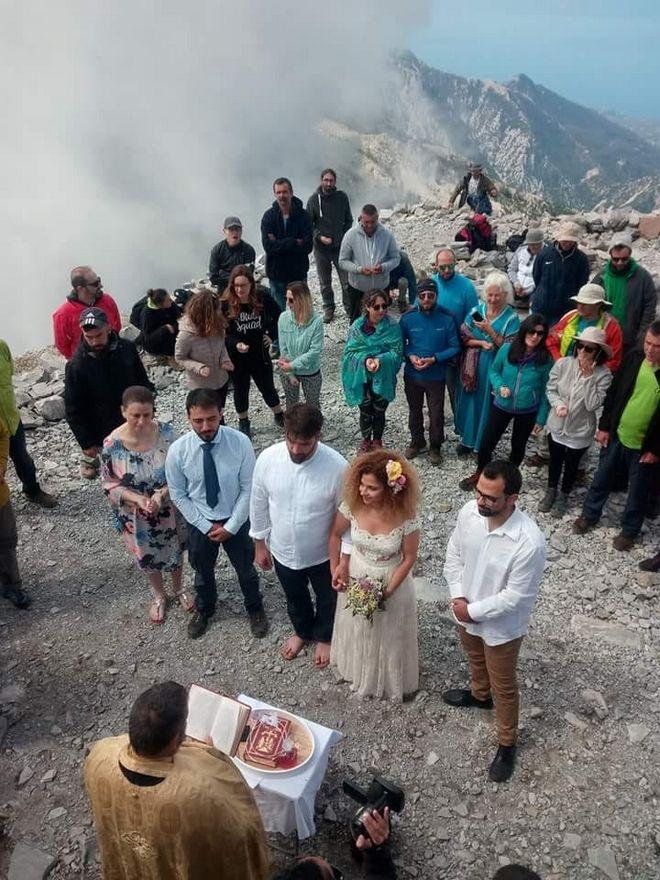 Παντρεύτηκαν στην κορυφή του Ταΰγετου στα 2.407 μέτρα