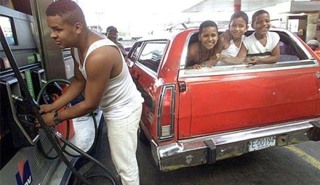 Βενεζουέλα: Σκέψεις να αυξηθεί η υπερβολικά φθηνή βενζίνη