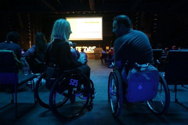 Πώς είναι να ζεις με αόρατη αναπηρία στην Ελλάδα του σήμερα