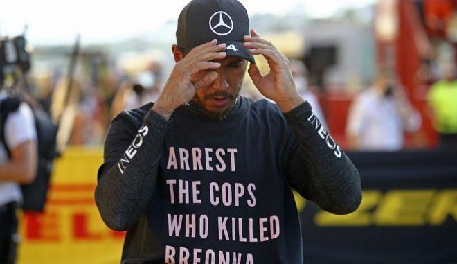 """Ο Χάμιλτον με μπλουζάκι για την Μπριόνα Τέιλορ - """"Συλλάβετε τους αστυνομικούς που τη δολοφόνησαν"""""""