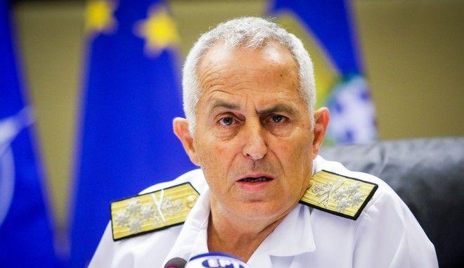 Ο αρχηγός ΓΕΕΘΑ ναύαρχος Αποστολάκης