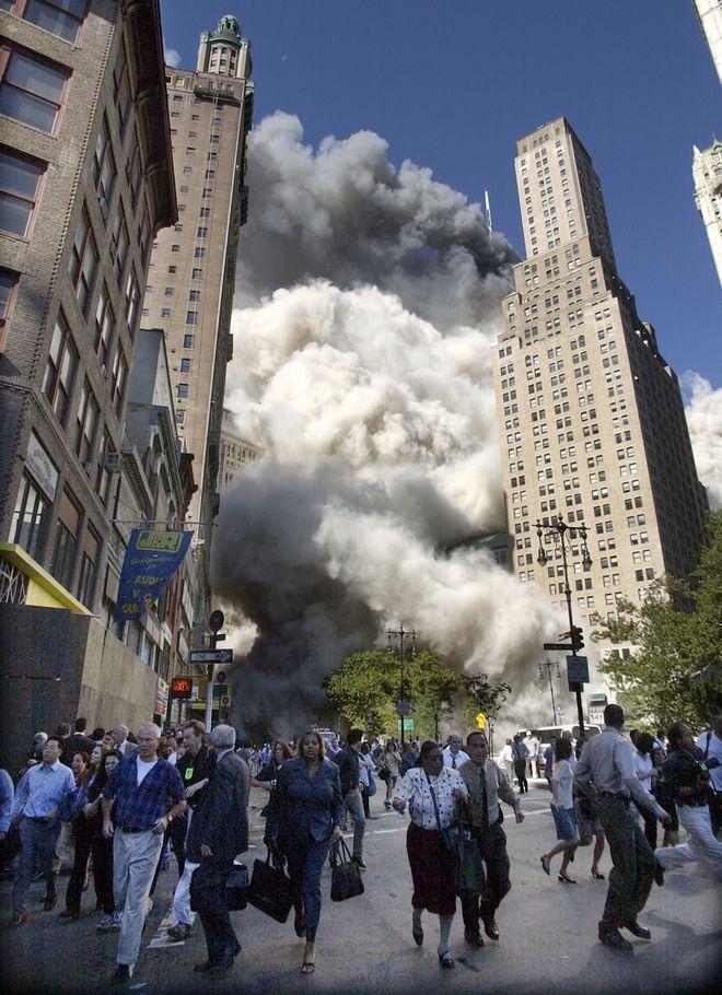 Εικόνα από την επίθεση στους Δίδυμους Πύργους την 11η Σεπτεμβρίου 2001