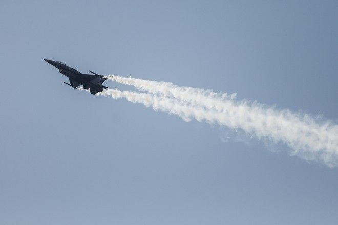 Επίδειξη της Πολεμικής Αεροπορίας στην παραλία του Φλοίσβου στο Παλαιό Φαληρό
