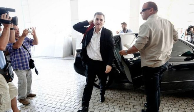 Arrival of Minister of Finance Euclid Tsakalotos at the Hilton for a meeting with officials of the IMF, Athens on July 31, 2015. /         Hilton        ,   31  2015.