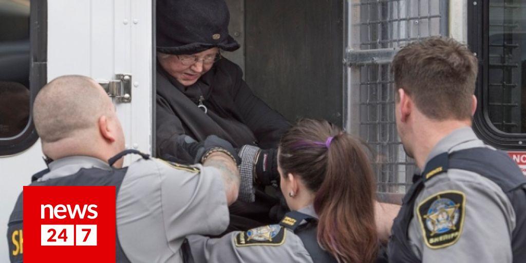 Αστυνομικοί που βγαίνουν με νοσοκόμες