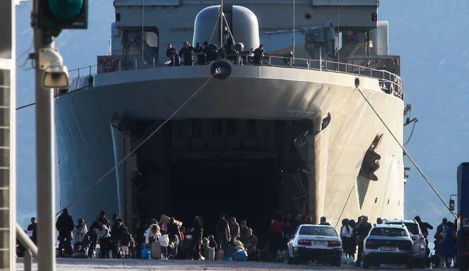 Άφιξη προσφύγων και μεταναστών στο λιμάνι της Ελευσίνας