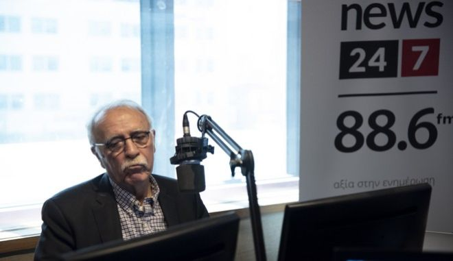 Ο υπουργός Μεταναστευτικής Πολιτικής Δημήτρης Βίτσας στο στούντιο του News 24/7 στους 88,6
