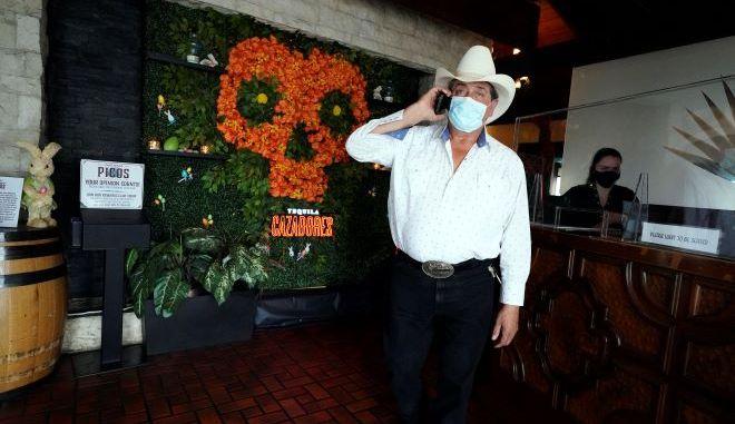 Άνθρωπος με μάσκα στο Τέξας