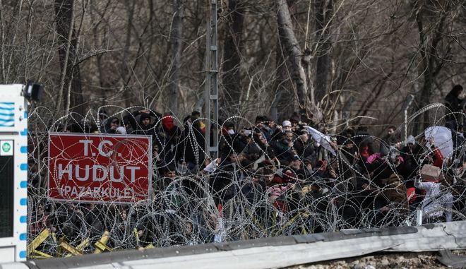 Συγκέντρωση προσφύγων και μεταναστών,στα ελληνοτουρκικά σύνορα, στο τελωνειακό πέρασμα στις Καστανιές Έβρου, την Δευτέρα 2 Μαρτίου 2020