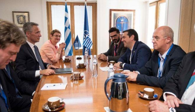 Συνάντηση του πρωθυπουργού με τον γ.γ. του ΝΑΤΟ